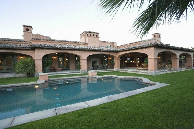 piscina jardin grande cesped terraza tumbonas ideas