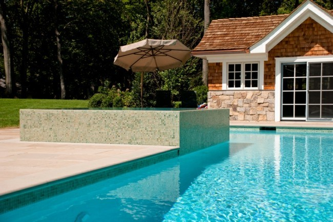 piscina pequeña mosaico color beige