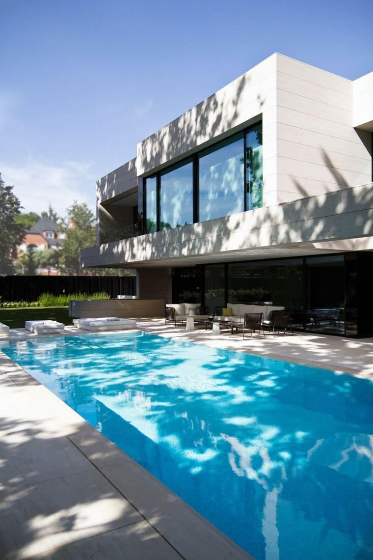 piscina porche jardin cubierto muebles
