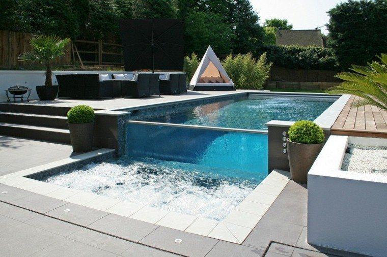 Modelos de dise os paisajistas con piscina 75 ideas for Jacuzzi exterior pequeno