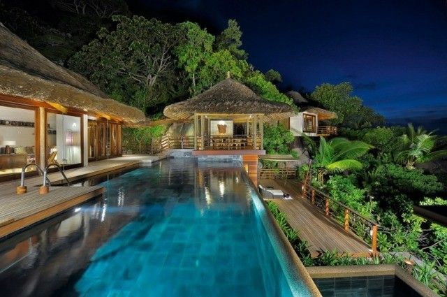 piscina vistas terraza pergola paja