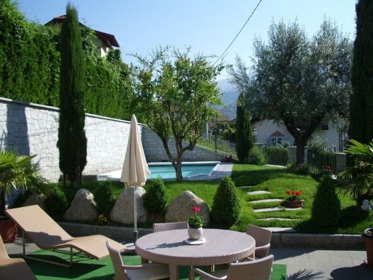 piscinas diseño montaje patio sombrillas