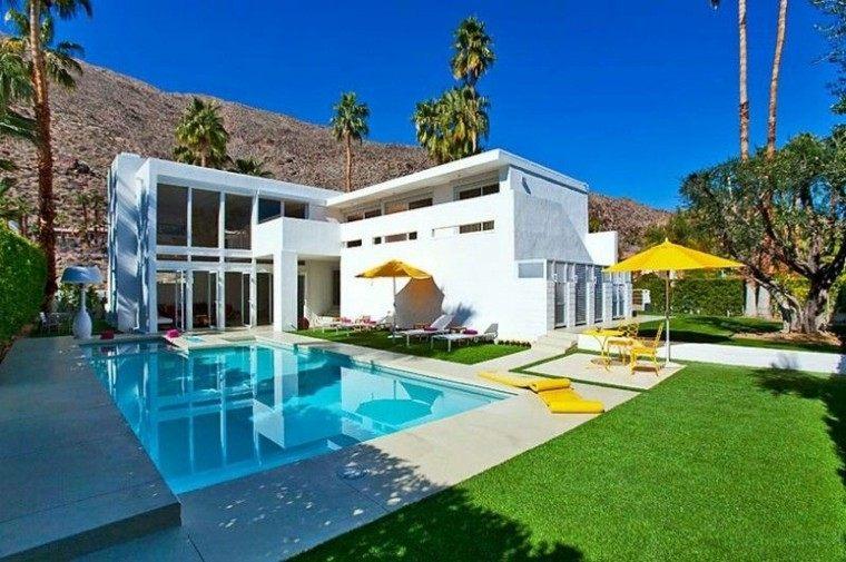 piscinas jardin mesa sillas sombrilla amarillas ideas