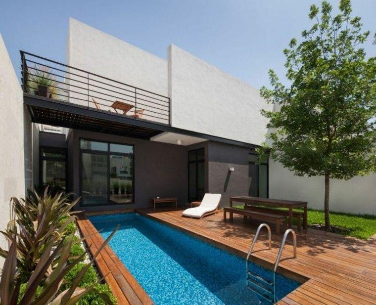 piscinas jardín suelo madera tumbona blanca ideas
