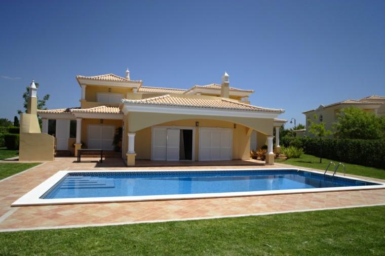 piscinas jardines amplios chimenea cesped losas ideas