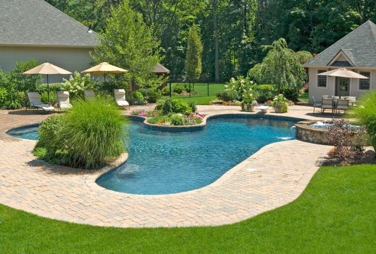 piscinas jardines cesped arboles isla