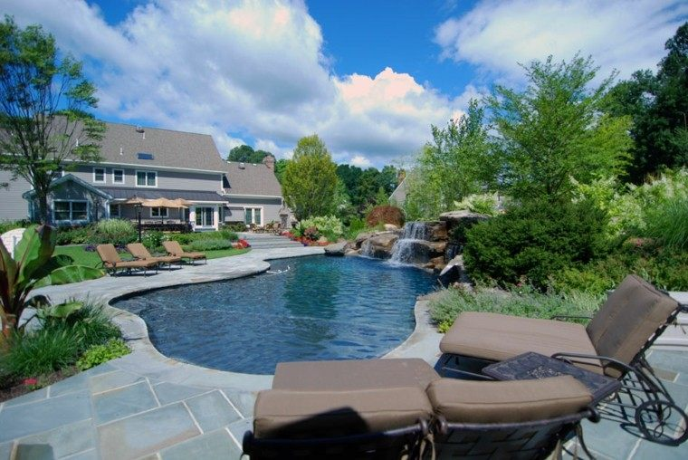 piscinas jardines diseño sillones forja cojines