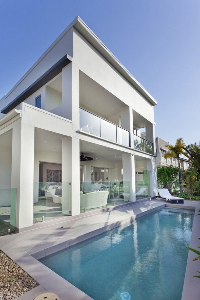piscinas largas estrechas tumbona muebles preciosas ideas