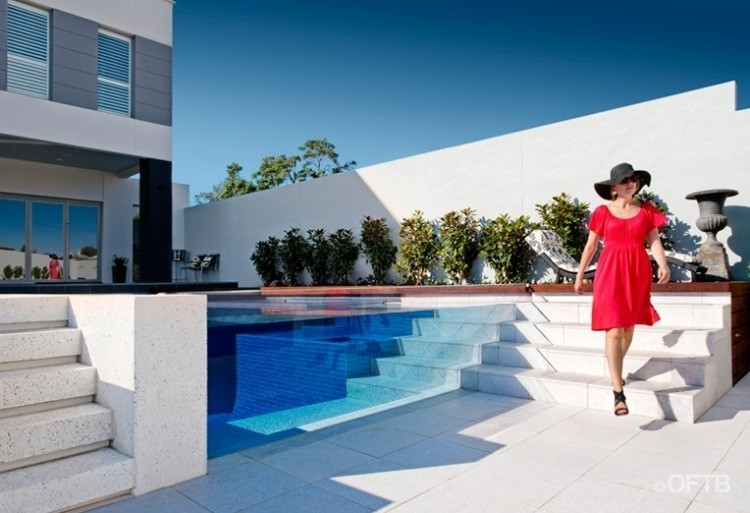 proyecto diseño jardin piscina mujer
