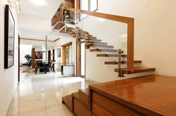 Escalera flotante 50 dise os que no te puedes perder for Pasamanos para escaleras interiores