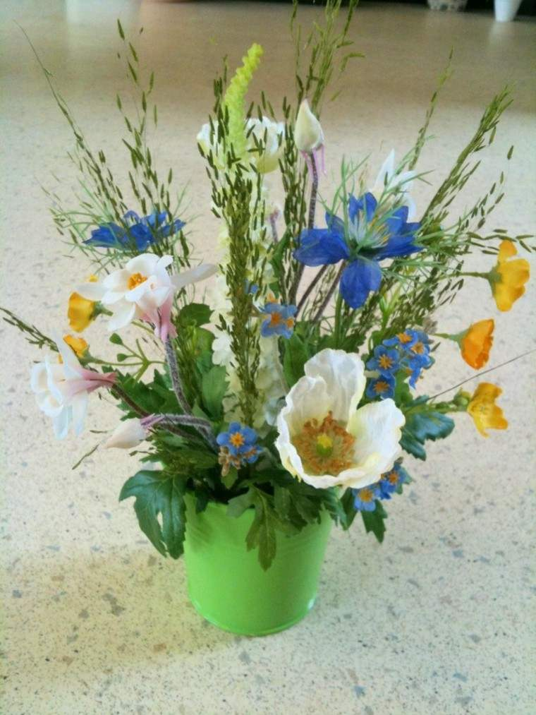 ramos de flores jarron verde flores silvestres ideas