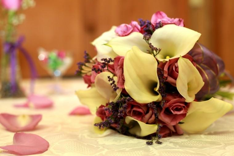 ramos de flores pequenos calas rosas ideas
