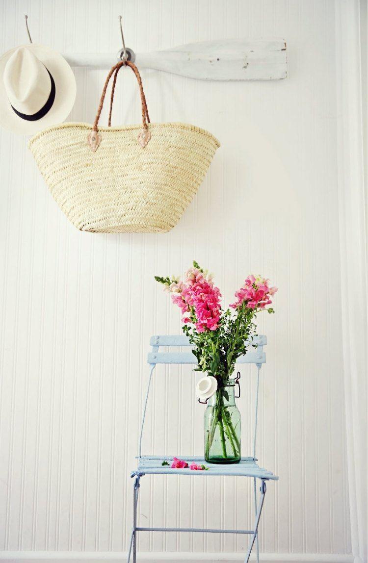 recibidor diseño simple silla celeste