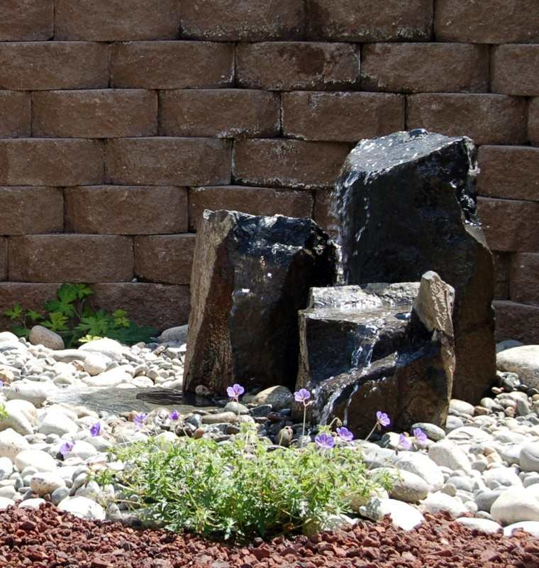 rocas negras piedras fuente blancas