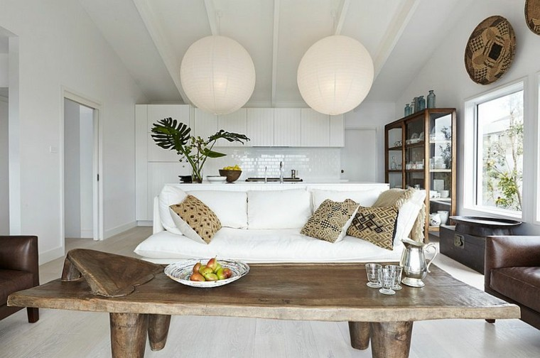 salones diseno escandinavo mesa madera lamparas bolas ideas