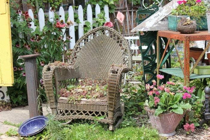 silla mimbre plantas jardinera
