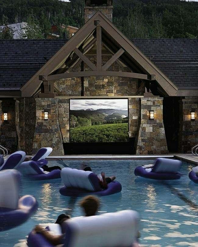 sillones flotantes morados piscina vistas