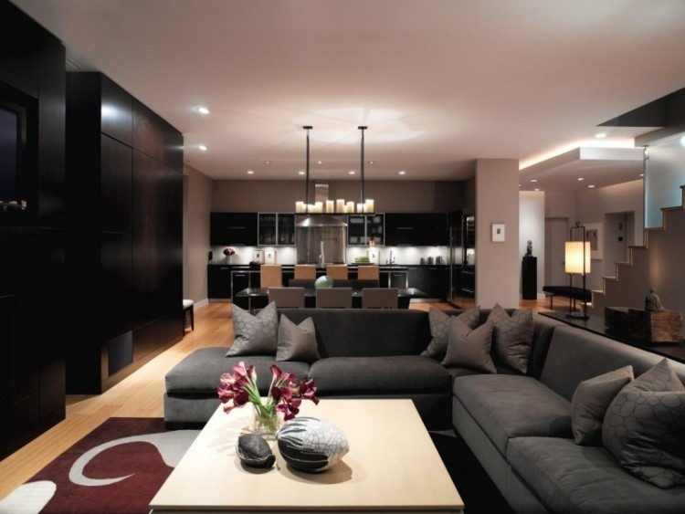 sofa grande color gris salon moderno iluminacion velas ideas