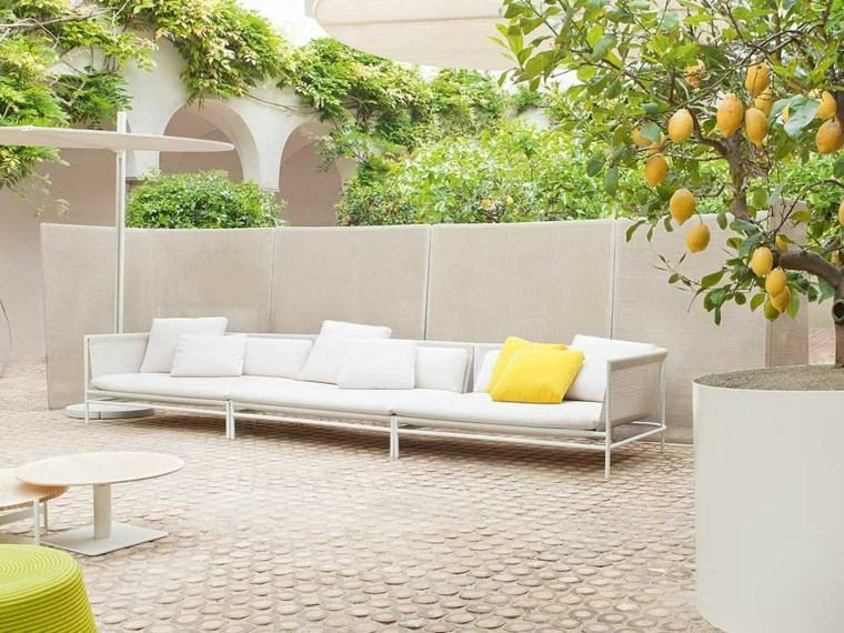 sofa larga blanca jardin moderno ideas