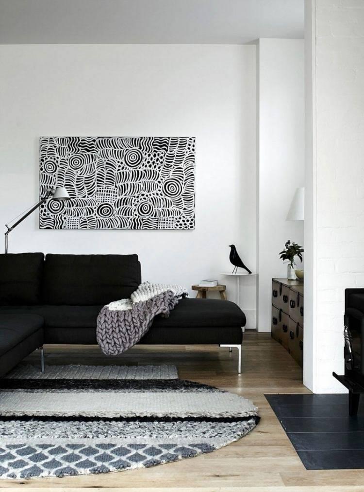 sofa negra paredes blancas cuadro original alfombra ideas