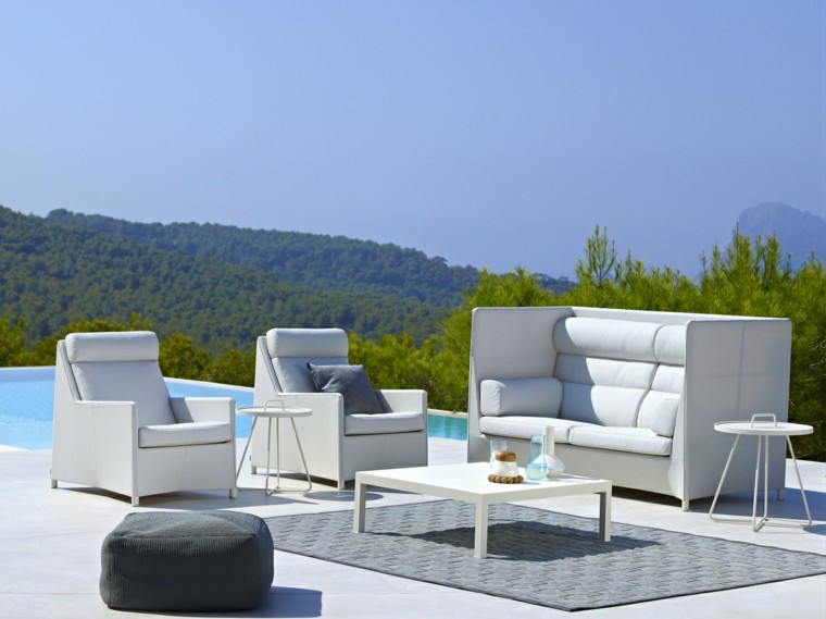Canap s sof s y sillones 50 ideas para exteriores modernos for Sofa respaldo alto