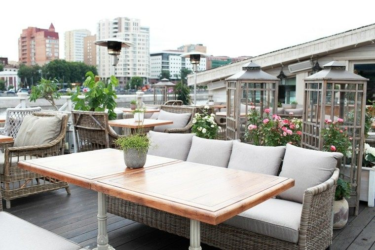sofas jadín mesa madera espacio exterior ideas
