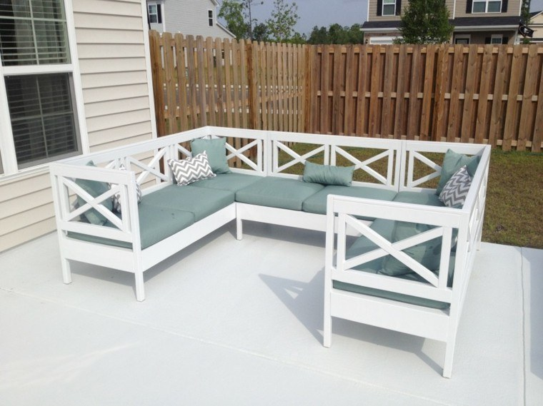 Sofas jard n acogedor y moderno con muebles preciosos - Sofas de madera ...
