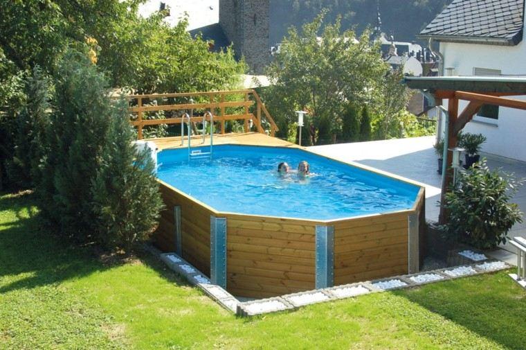 superficie madera natacion casa cesped