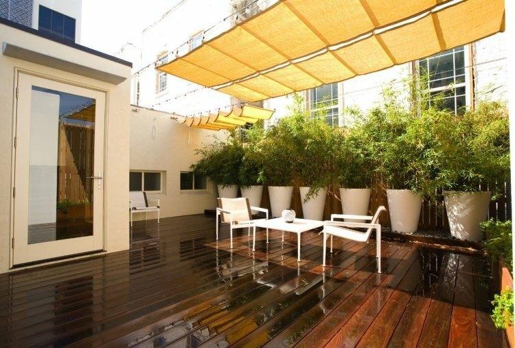 terraza cubierta toldo amarillo plantas