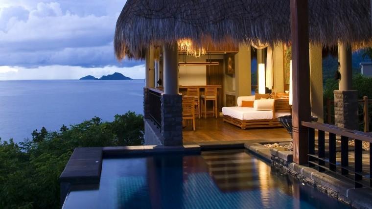 terraza exotica piscina cubierta