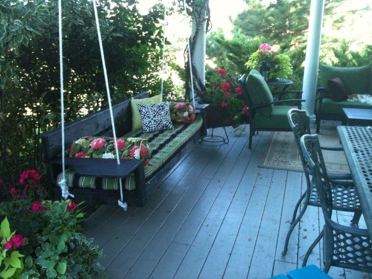 terraza floreada interesante espacio sillas