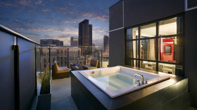 Jacuzzi Tub Bathroom Couple