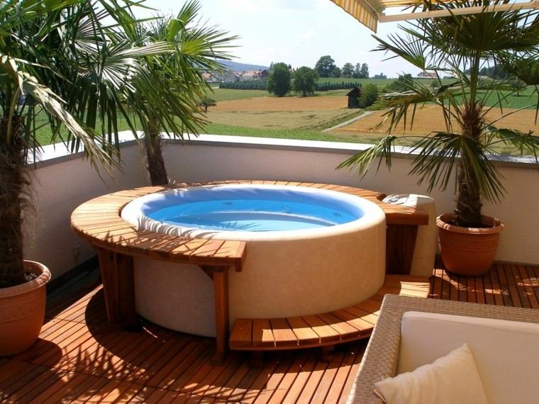 terraza moderna jacuzzi macetas palmeras ideas