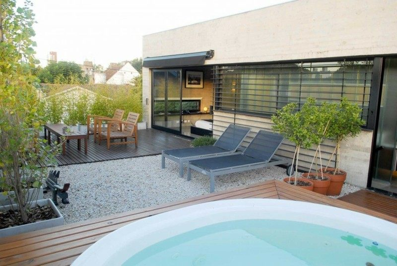 Jacuzzi exterior veinticinco caprichos al aire libre for Terrazas modernas exterior