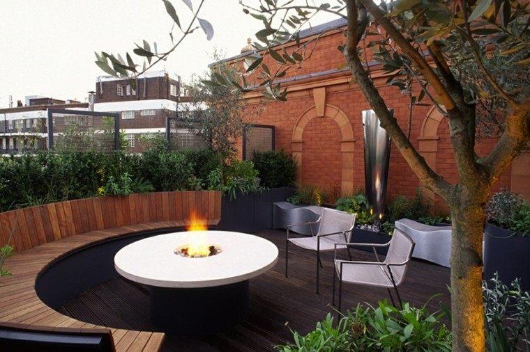 terraza pozo fuego arbol escultura