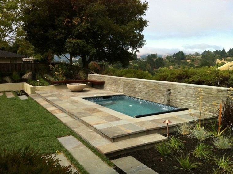 terraza vistas fuente piscina muro
