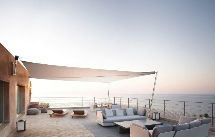 terraza vistas toldo blanco torcido