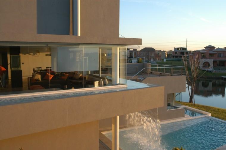 terraza fuente cascada piscina casa