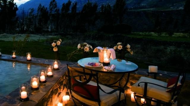 terraza jardin jacuzzi velas atardecer