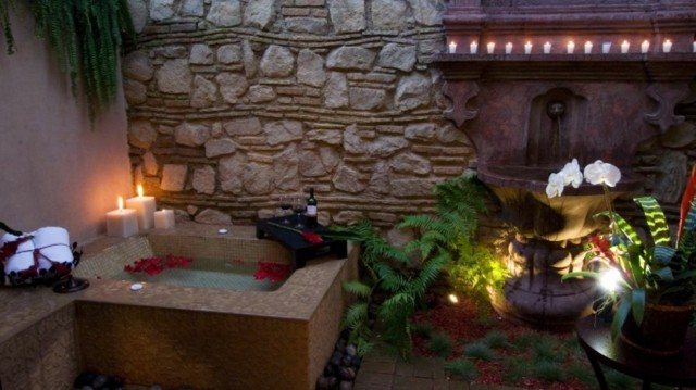 Jacuzzi exterior cincuenta ideas espectaculares for Jacuzzi en patios pequenos