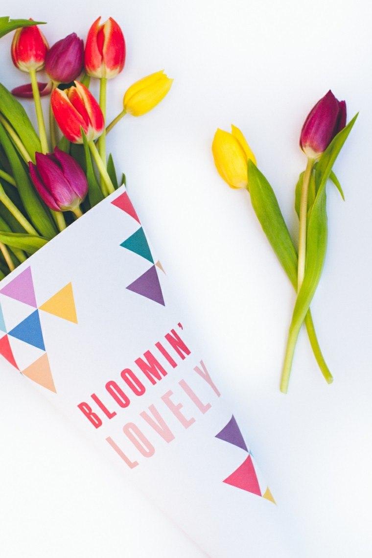 tulipanes decorando mesa envueltos papel colores ideas