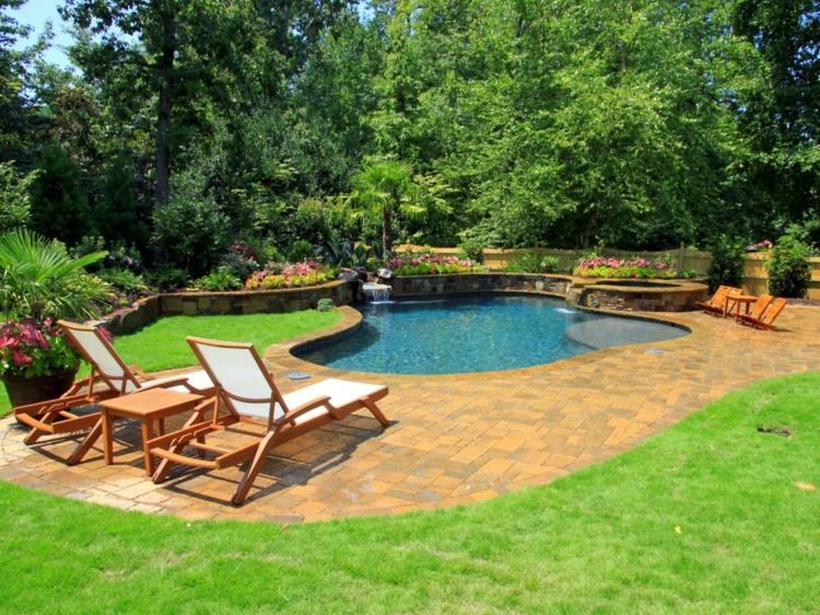 tumbonas mesa teca cesped piscina jardin ideas