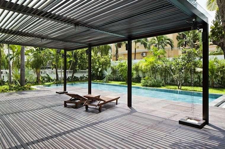 tumbonas oscura terraza palmeras aluminio