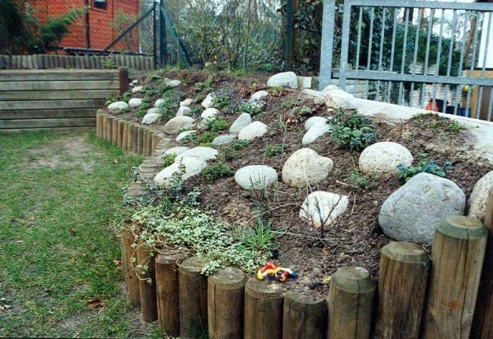 valla madera troncos empalizados rocas