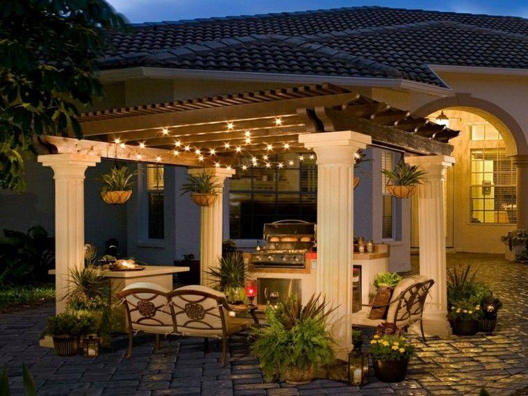 verano plantas jardineras columnas noche