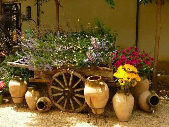 vieja carreta madera convertida jardinera