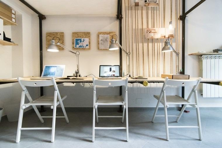 vista oficina mesa escritorio tres sillas