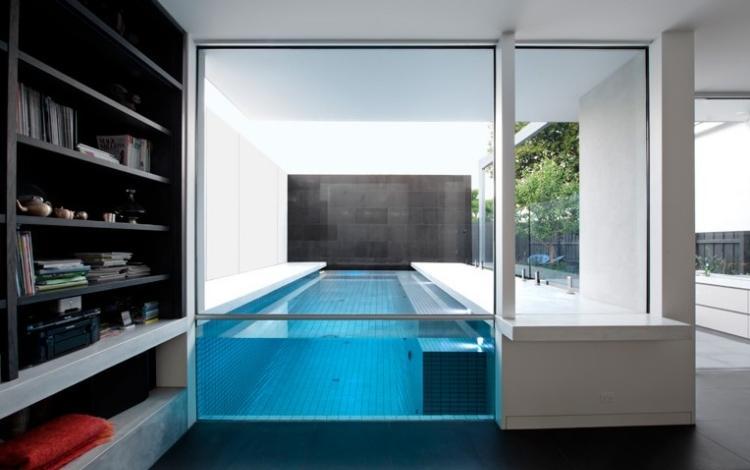 vista piscina desde interior casa