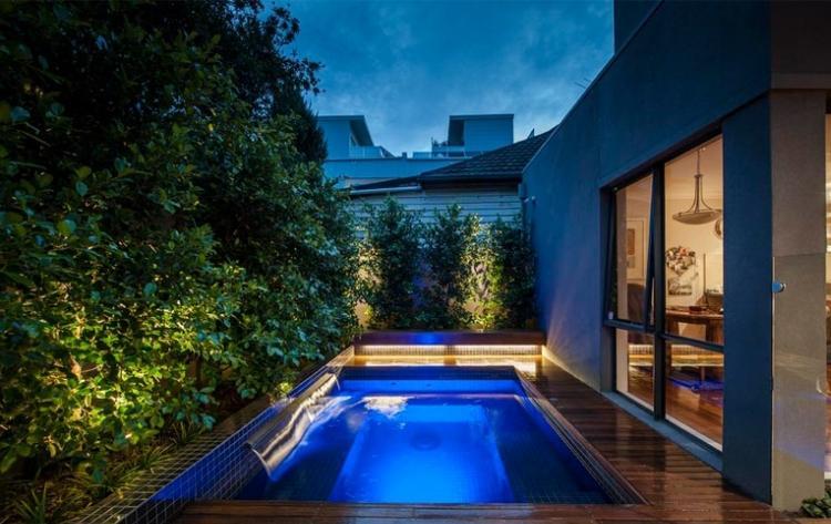 vista noche piscina fuente casa