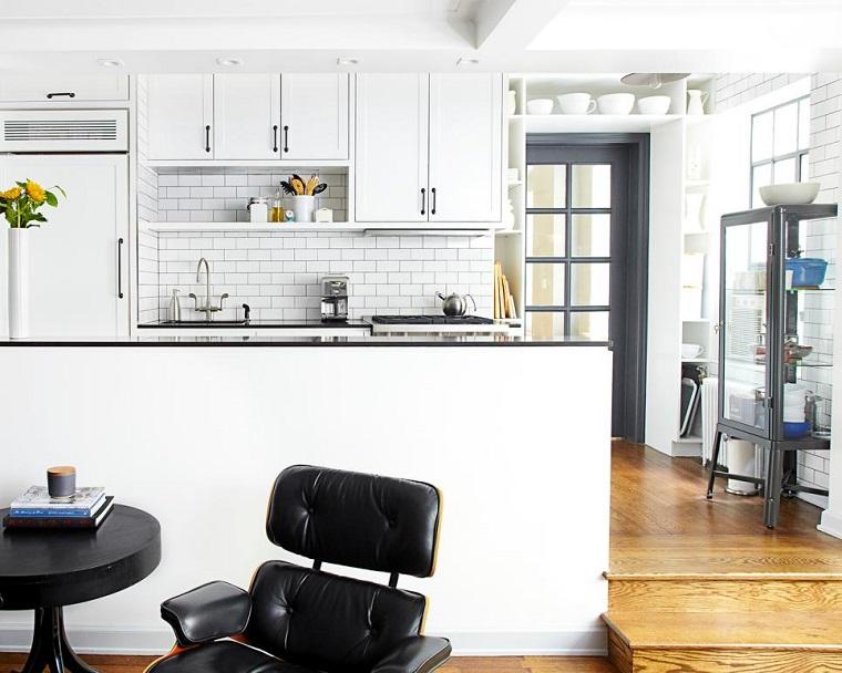lauren rubin cocina abierta losas blancas barra blanca